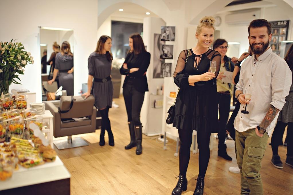 Rozpoczęcie warsztatów fryzjerskich dla klientów.